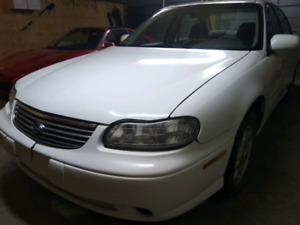 *** MOVING SOON * MUST GO *** 1998 Chevrolet Malibu ** LOW KM **