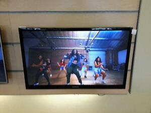 "*** USED *** SAMSUNG SAMSUNG 40"" SMART LED TV   S/N:3ceda00111   #STORE543"