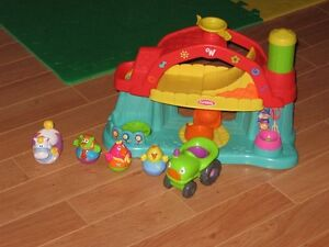 Playskool Weeble Wooble Farm with 3 people, 2 accessories Belleville Belleville Area image 1