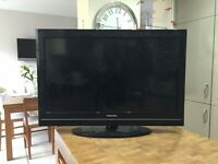 "TV 32"" HD with remote"