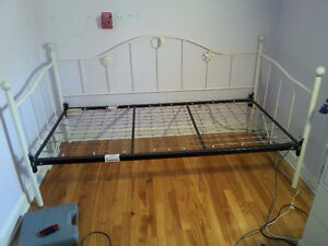 Metal Twin-sized Daybed