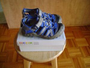 Sandales Geox et bottes pluie  grandeur US 11,EUR 29