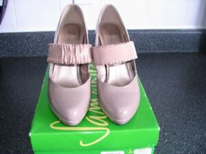 Sam & Libby Taupe Patent Leather Shoes - size 7