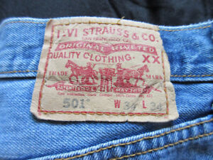 34 x 34 Men`s Levi`s Jeans 501 Button Fly, blue