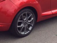 "Renualtsport Tibor Megane RS 18"" gunmetal alloys with Dunlop Maxx tires"