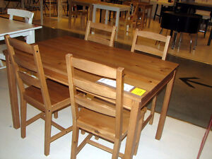 Table Ikea table - delivery / Livraison possible