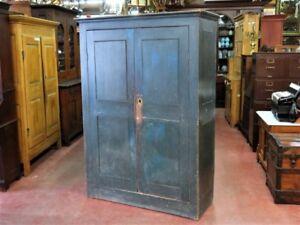 Armoire antique, couleur d'origine  bleu ,clou forgé
