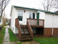 ATTN U de M! All INCLD! 3 Bdrm Semi with PRIVATE BACK DECK!