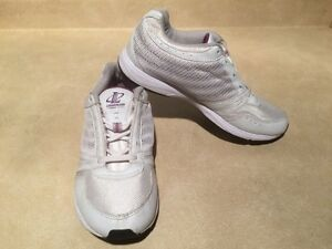 Women's Reebok Athletic Running Shoes Size 7 London Ontario image 4