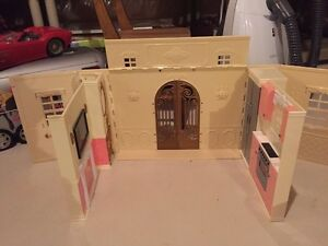 Bratz Doll / Barbie Foldable House London Ontario image 1