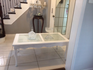 NICE  COFFEE TABLE  GOOD CONDITION FOR SALE