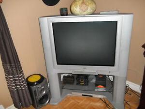2 télévision 32 pouces jvc  avec manette.