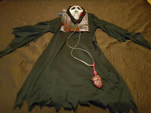 Scream costume that pumps blood into mask
