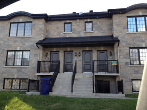Spacious 4 1/2  basement  for rent  in  Laval modern condo style