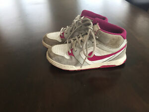 Nike shoes for girl size 3 souliers sport Nike taille 3