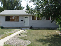 3 BR Main Floor of House in Capilano *1/2 price Rent for Febuary