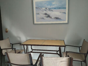 Table and 4 chair for kitchen or backyard West Island Greater Montréal image 2