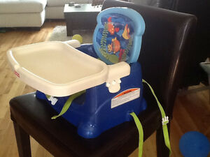 Booster seat for feeding / chaise d'appoint pour manger le repas