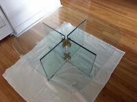 table completement en vitre a vendre