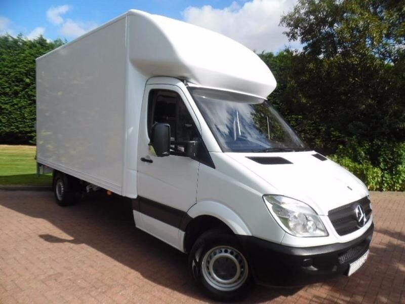 CHEAP LUTON VAN WITH MAN - Covering Areas of Manchester (FREE LOADING HELP) *Short Notice*
