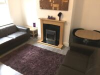 EN-SUITE BILLS INCLUDED ROOMS FOR RENT / TO LET SHARING WITH POSTGRADUATE STUDENTS & PROFESSIONALS