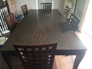 Very Good Condition Dark Brown Wooden Dining Table.
