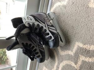 hockey skates kids reebok size 11J (youth) for 4-6 year olds $25