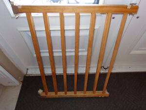 Baby gate with all parts Kawartha Lakes Peterborough Area image 4