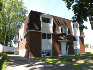 Large 4 1/2 for rent - West island (Pierrefonds) Newly renovated