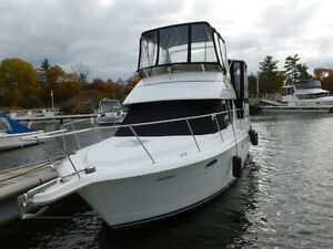 325 Carver Motor Yacht      REDUCED PRICE!!!!!