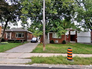 YONGE/STEELES SPOTLESS 3 BEDROOMS FINISHED BASEMENT