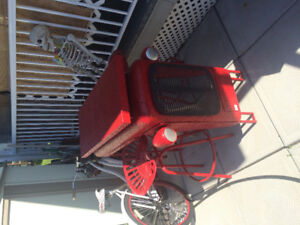 metal tractor bar with 2 stools