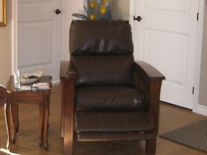 LEATHER RECLINING MISSION CHAIR.