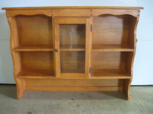 FULLY ASSEMBLED THREE-SECTIONED CENTER GLASS DOOR HUTCH TOP