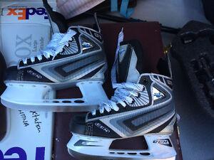 Patins de hockey sur glace CCM JetSpeed - Jeunes   English below