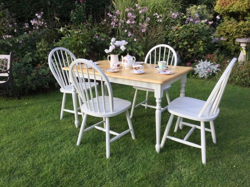Fabulous shabby chic table and four chairs