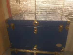 Vintage Everlite Union metal trunk