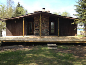 Cabin, Bunkhouse & Garage-Lakefront Muriel Lake!