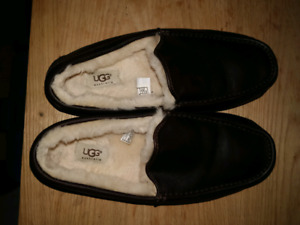 Brand new ugg slippers mens 11 sheep