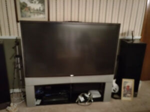 Toshiba 62HM196 rear projection TV