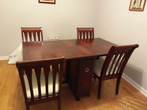 Dining Table (foldable leaf) and 4 chairs- very good condition