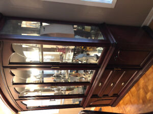 Cherry wood China/ curio cabinet