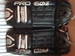 Heaton 32 inch Goalie Pads, Itech 4.8 glove, Vaughn glove,2pucks