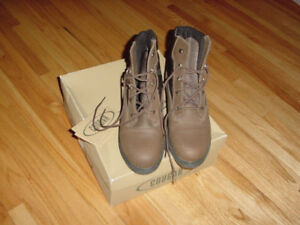 Women's winter Cougar boot size 10