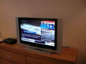 "Flat screen TV, LG, 26"""