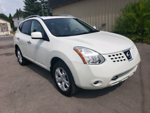 2010 Nissan Rogue Low Kms, Leather, Sunroof.