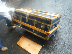Various Antique/Vintage steamship trunks/coffres de voyage