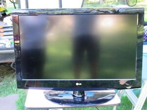 LG TV FOR SALE Comox / Courtenay / Cumberland Comox Valley Area image 1