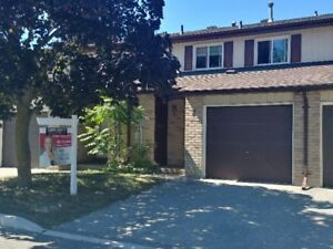 BARRIE TOWNHOUSE FOR SALE $309,000