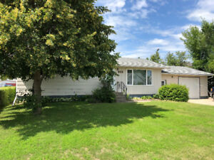 Well Maintained 5 Bedroom Bungalow in Swan River, MB!